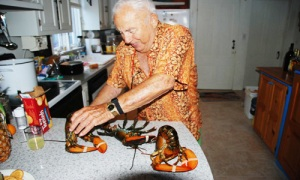 Jeff Chouinard prepares lobsters by hypnosis.  Cundy\'s Harbor, Maine.  Summer, 2007.